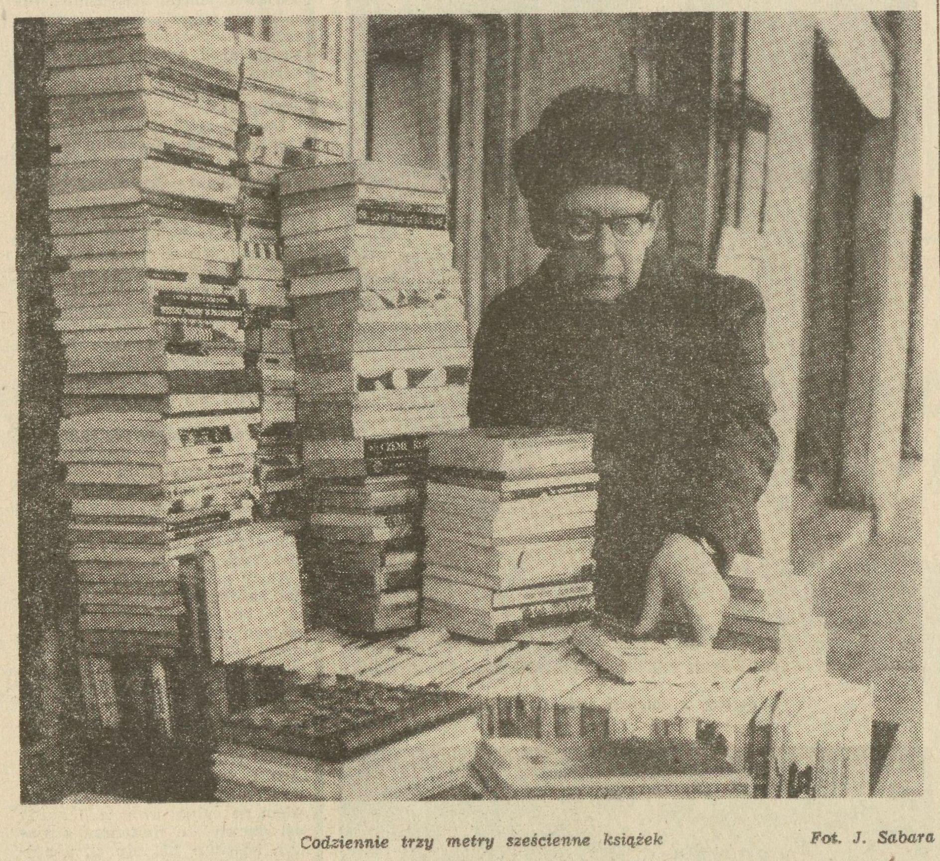 """""""Bestsellery z wózka"""" – o prywatnych antykwariatach warszawskich w 1977 roku"""
